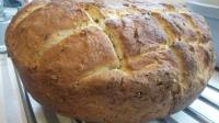 Chleb z gara na maślance z ziarnami
