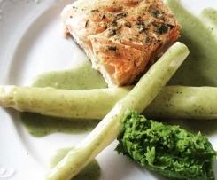 Wiosenny obiad - Kurczak i ryba ze szparagami w sosie i puree z zielonego groszku