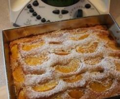 Karnawałowe ciasto z brzoskwiniami
