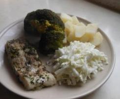 Dorsz na parze z młodymi ziemniaczkami, brokułem i surowka z rzodkwi i pekińskiej