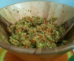 Sałatka z quinoa, marchewką i cukinią