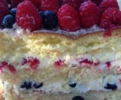 Tort Berry & White - z owocami leśnymi i musem z białej czekolady
