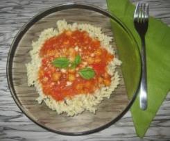 Makaron z ciecierzycą w sosie pomidorowo- paprykowym