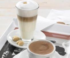 Spienione mleko do cappuccino, latte macchiato