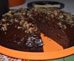 Ciasto kakaowe z polewą czekoladową i orzechami