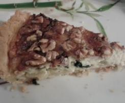 Tarta ze szpinakiem, serem gorgonzolą i orzechami włoskimi.