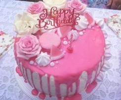 Tort różany z kremem śmietankowym (drip cake)