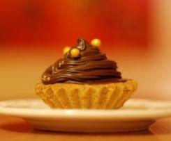 Babeczki orzechowe z bezą i kremem czekoladowym