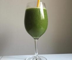 Sok z zielonej pietruszki i owoców