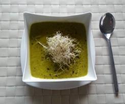 Pożywna, aksamitna zupa z brokuł i jarmużu