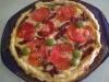 Francuska tarta z łososiem, pieczarkami i pomidorami
