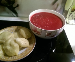 Zupa z buraczków i wina plus pierożki z kaszy manny