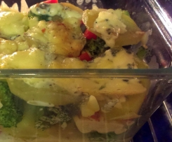 Zapiekanka serowo-brokułowa z ziemniakami