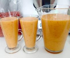 koktajl brzoskwiniowo-bananowy z owocami goji
