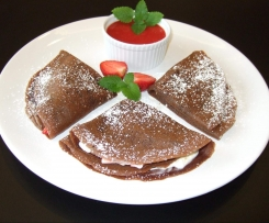 Naleśniki czekoladowe z mascarpone i truskawkami