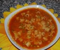 Makaron z dynią, pomidorami i groszkiem.