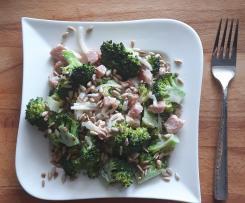 Sałatka z brokułem i boczkiem