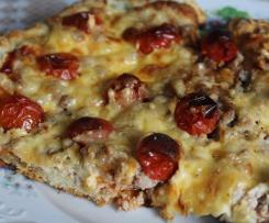 Pizza  z mięsem i pomidorkami