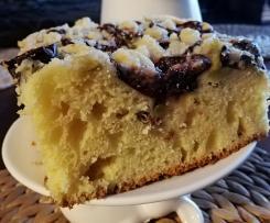 Ciasto drożdżowe z owocami sezonowymi pod kruszonką