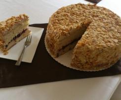 Tort Biszkoptowy z kremem orzechowym i płatkami migdałowymi