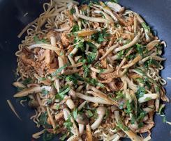 Makaron wonton z polędwiczką i grzybkami shimeji by Mini Run