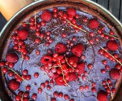 Sernik czekoladowy z owocami na spodzie oreo