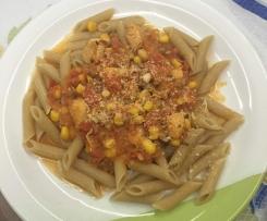 Sos pomidorowy z kurczakiem, papryką i kukurydzą