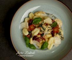 Gnocchi w kremowym sosie z suszonymi pomidorami i szpinakiem