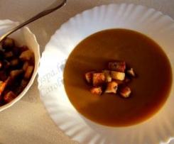 Wykwintna zupa dyniowa z grzankami