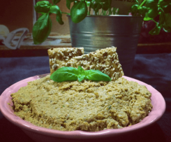 Wegańska pasta ze słonecznika z suszonymi pomidorami