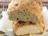 Chleb z serem feta i oliwkami