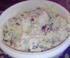 Wielkanocna sałatka z kurczakiem i winogronami