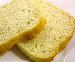 Chleb z ogórkiem kiszonym i koperkiem