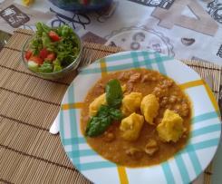 Gulasz  + kluski marchewkowe