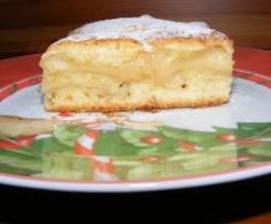 Świąteczne ciasto zapiekane z cynamonowymi jabłkami i kremem budyniowym