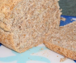 Chleb pszenno-jęczmienny z ziarnami