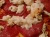 Pizza z salami i mozzarellą