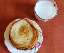 Pancakes na jogurcie i śmietanie