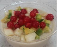 Wegański pudding jaglany z owocami słodko kwaśny