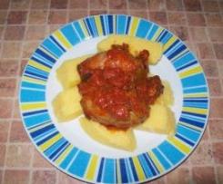 Polenta z sosem pomidorowym, z grzybami i kielbaskami