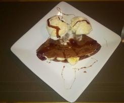 Naleśniki czekoladowe z bananem i serkiem
