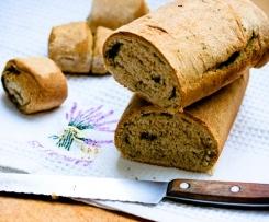Chleb, a w nim z czosnek i pietruszka