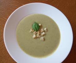 Zupa krem z brokułów z pieczarkami
