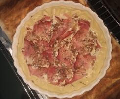 Tarta z gruszkami, szynką parmeńską i serem Gorgonzola