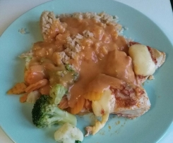 Piersi z kurczaka z pesto pomidorowym, warzywami i ryżem